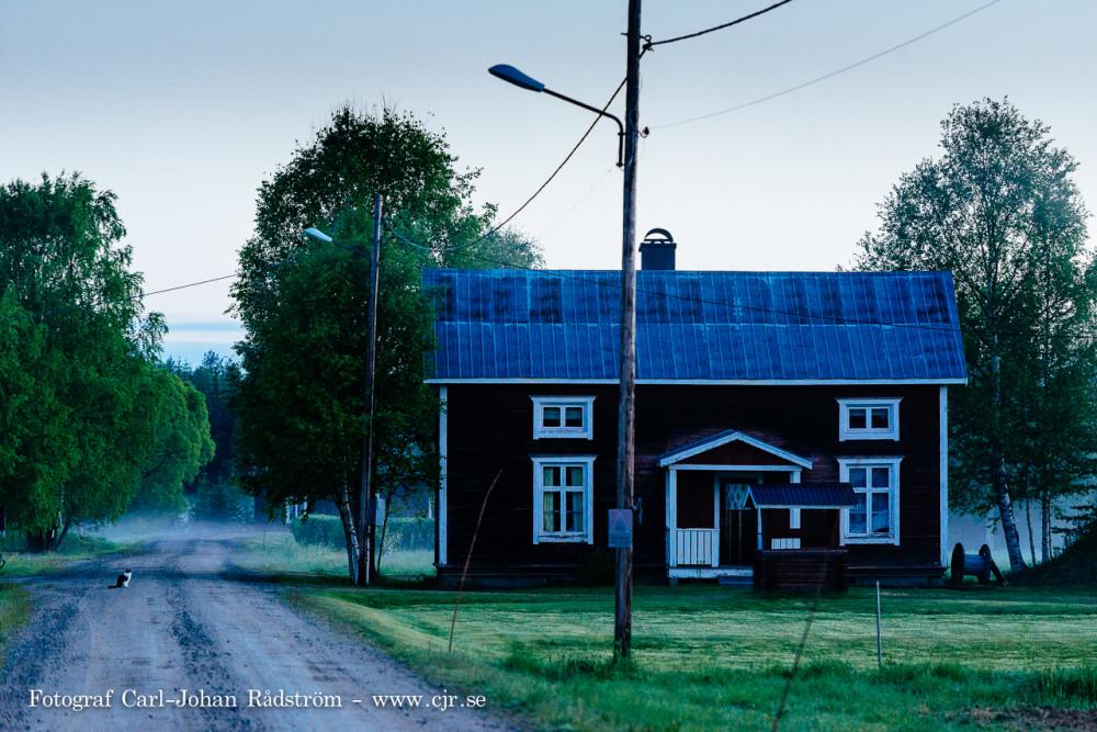 Juni natt i byn.